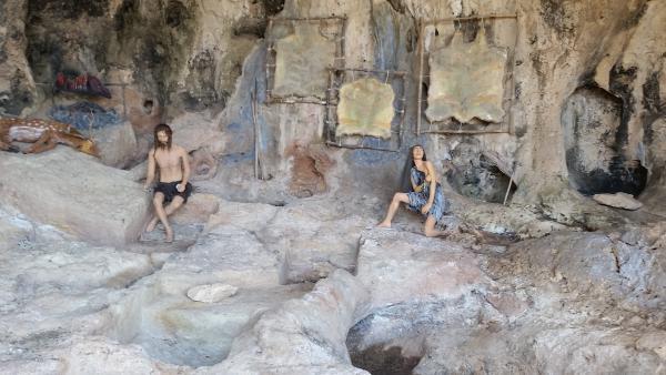 מערות הקדם הקדמון - טיול עם הילדים