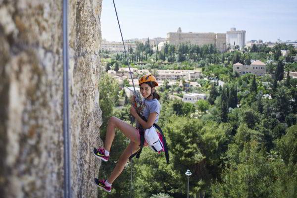 סנפליג על חומות ירושלים