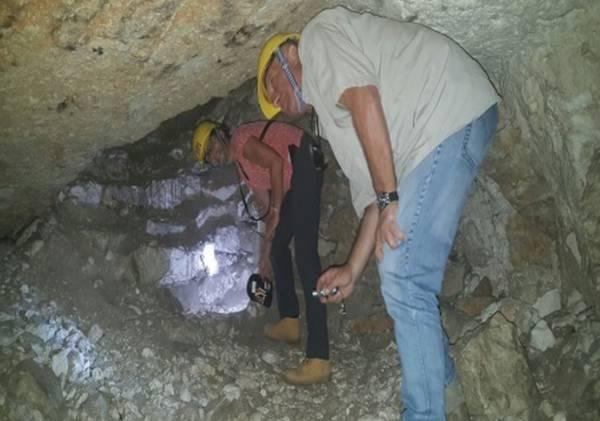 סיור במערת צדקיהו בירושלים