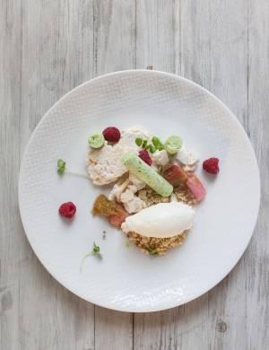 קינוח שמן זית של השף אריאל קימחי ממסעדת פופינה. צילום - חיים יוסף
